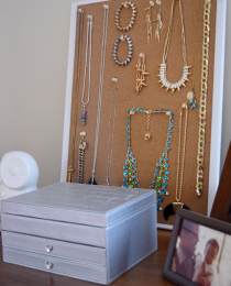 Struggling with Jewelry Storage? Go Vertical Thumbnail