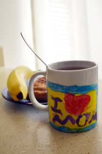 Mother's Day DIY Gift: Hand-Painted Mugs Thumbnail