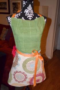 Easy, DIY Thanksgiving Hostess Gift: Towel Apron Thumbnail