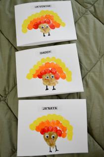 Crafty Thanksgiving: Make Thumbprint Turkey Cards Thumbnail