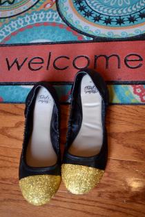 Fall Fashion DIY: Glitter Toe Flats Thumbnail