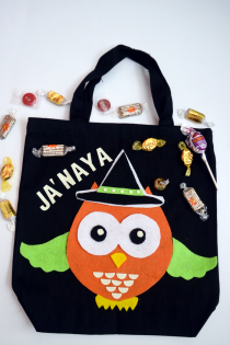 DIY Felt Owl Halloween Treat Bag Thumbnail