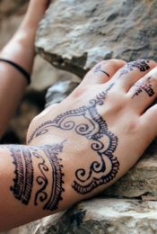 Make Your Own Henna With This Step-By-Step Guide Thumbnail
